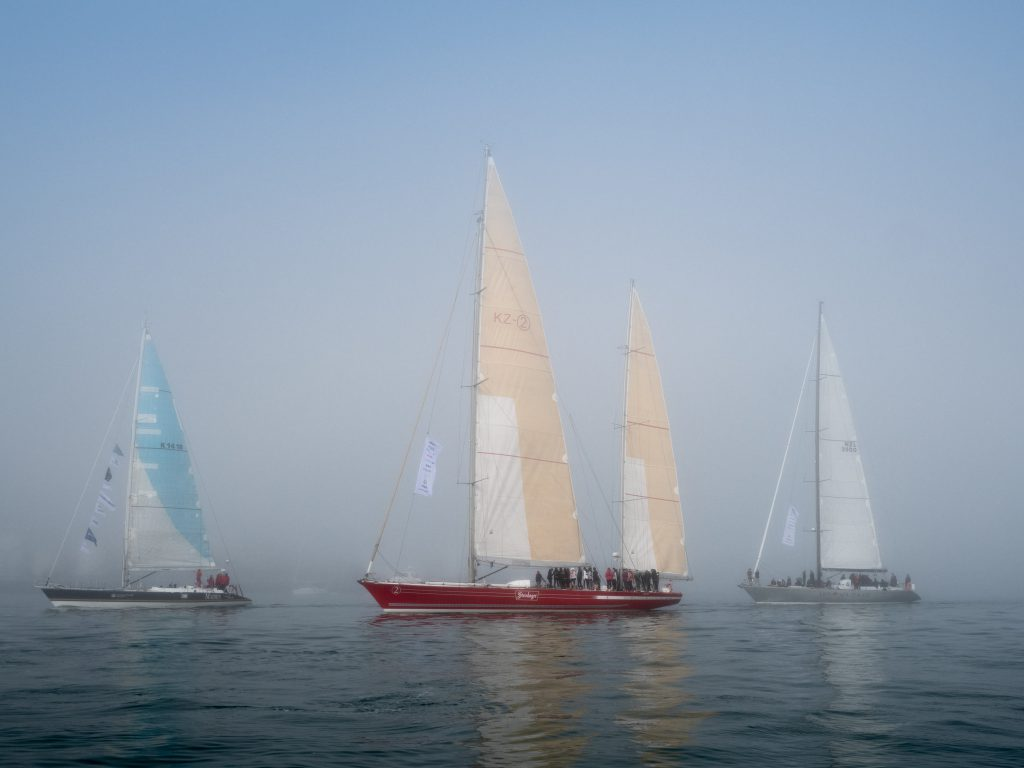 Maiden, Steinlager 2 and Lion NZ sail on a calm sea